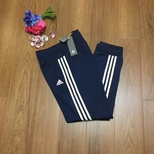 ??NWT??adidas Women's Designed 2 Move Cuffed Pant Boutique